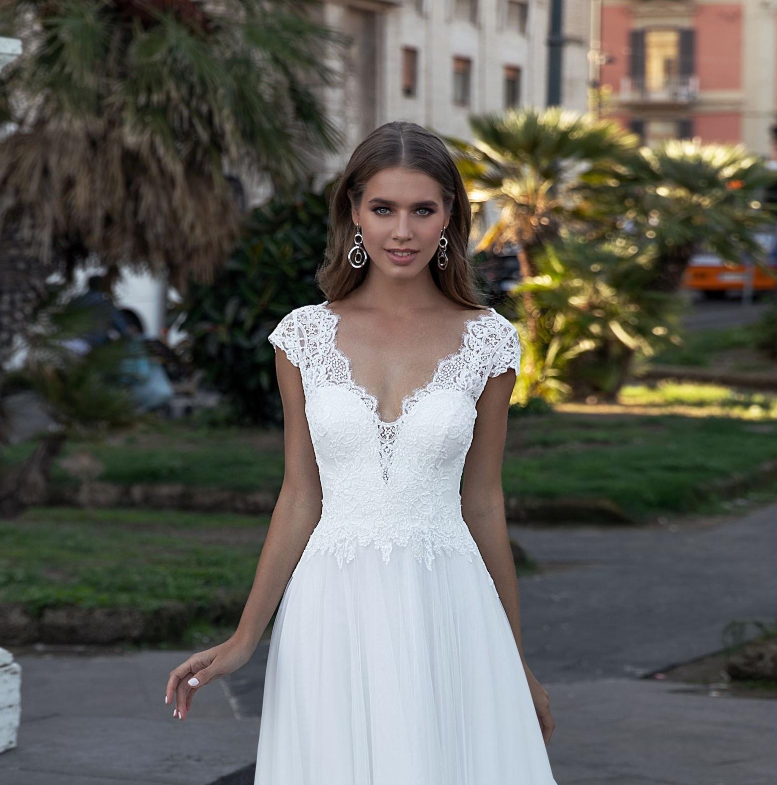 8152 Monica Loretti coleccion 2021 Essencia novias outlet sevilla
