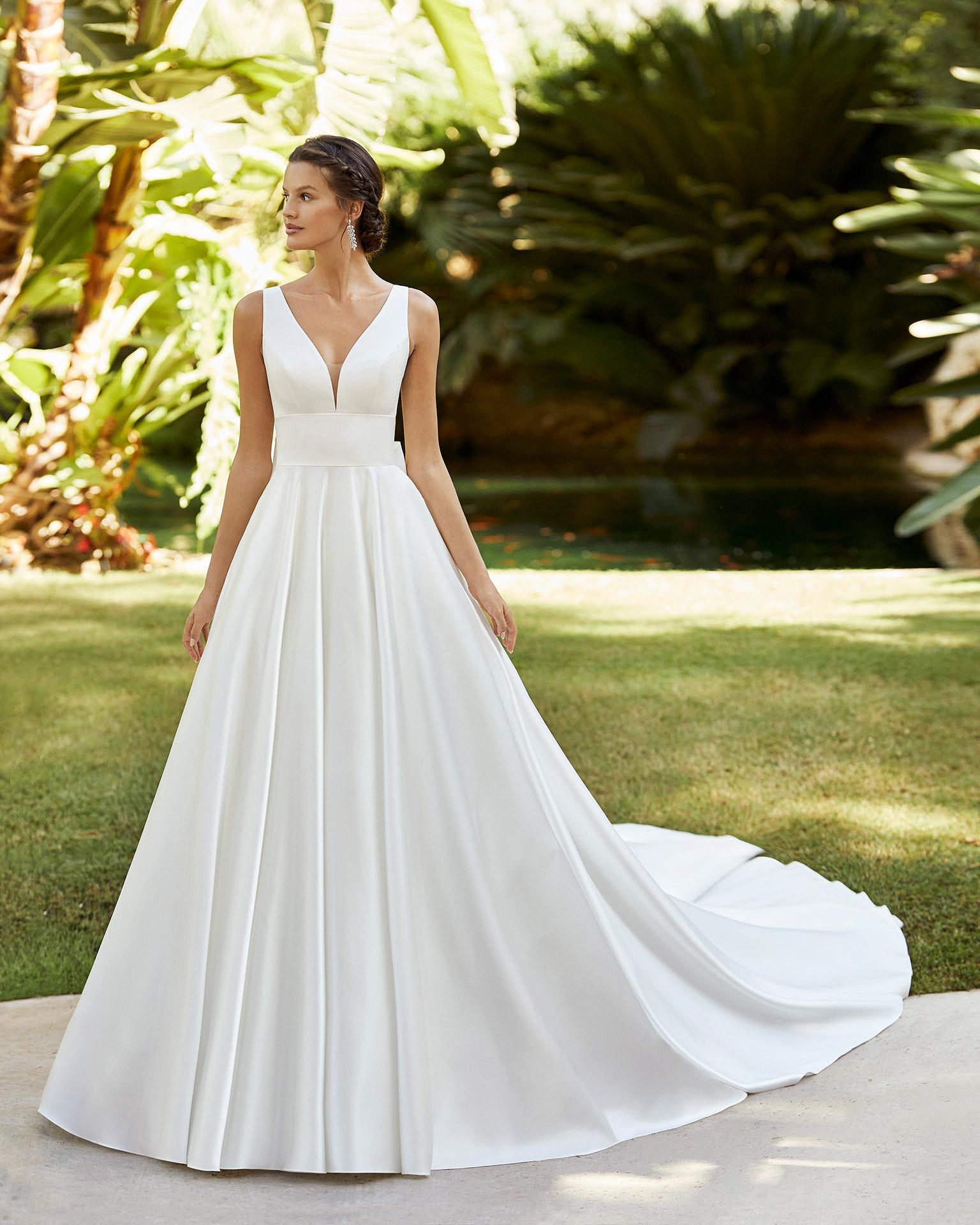 5N150_2_ZULEY Adriana Alier Rosa Clara Essencia Novias colección 2021 vestidos de novia sevilla