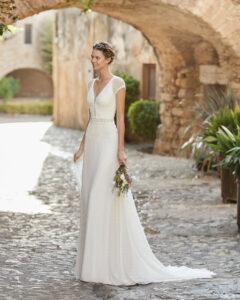 Adriana Alier modelo Margo rosa clará colección 2022 essencia novias