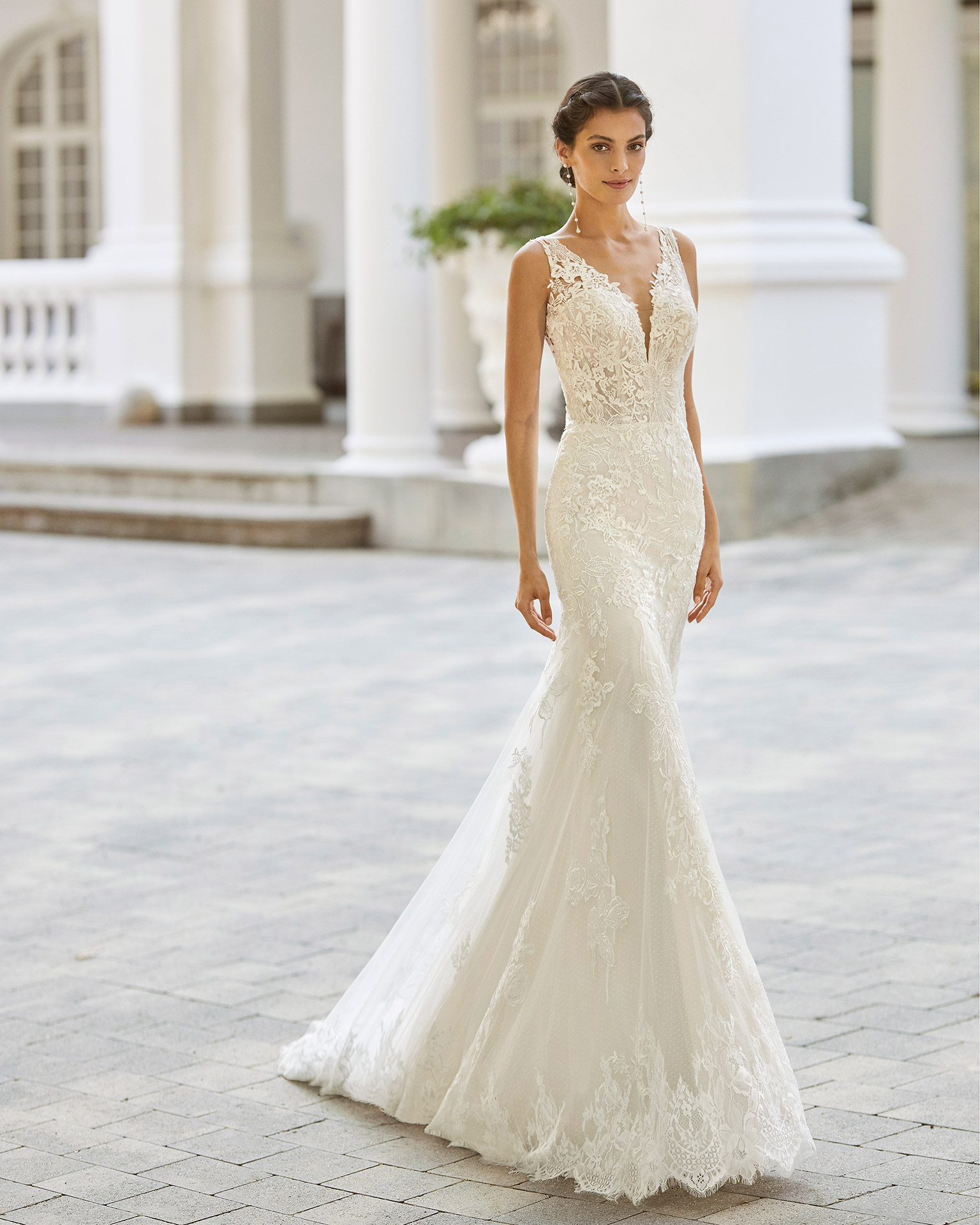 Adriana Alier modelo Sapporo colección 2022 rosa clará essencia novias