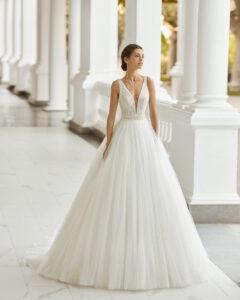 Adriana Alier modelo Selen colección 2022 rosa clará essencia novias