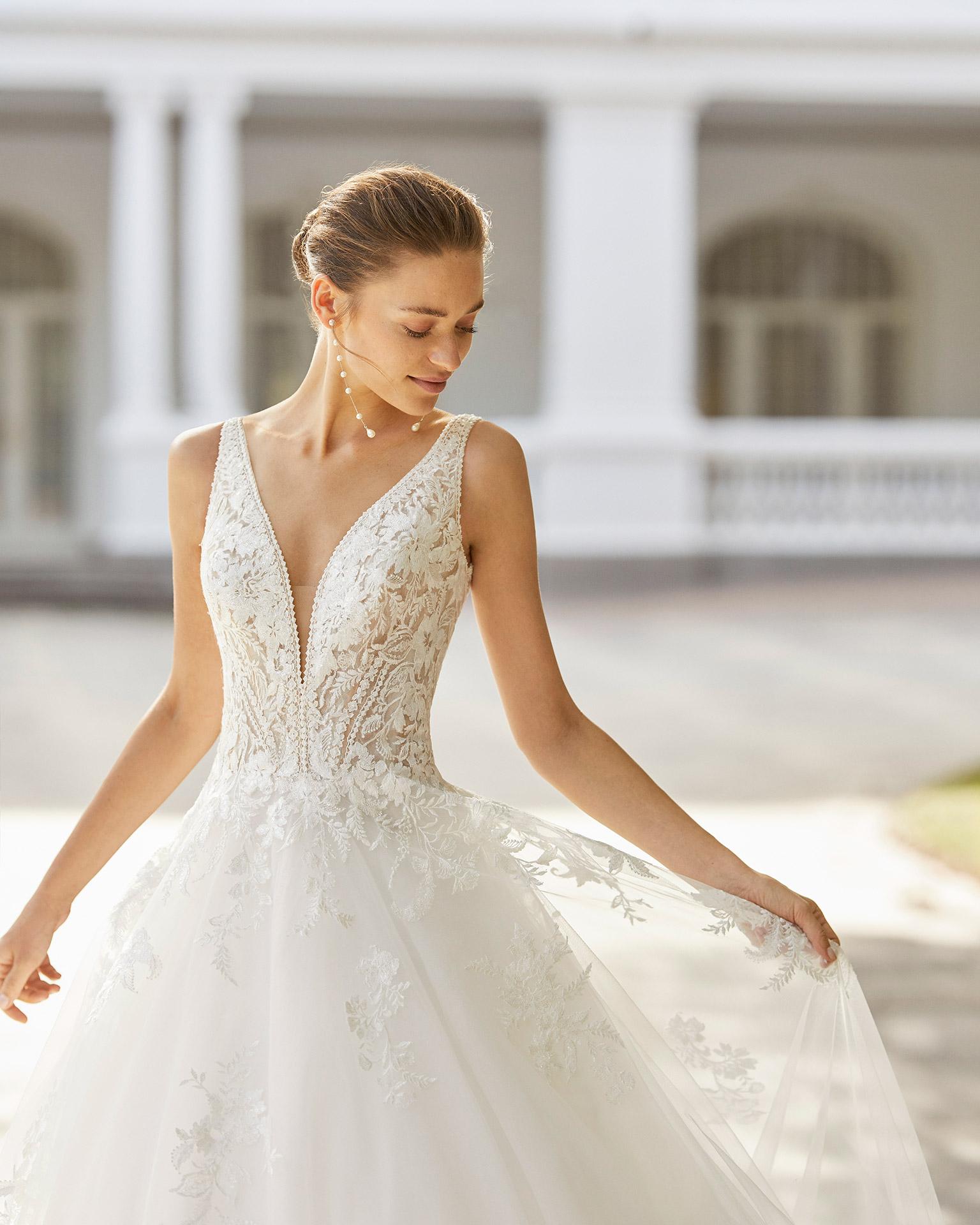 Adriana Alier modelo Sintra colección 2022 rosa clará essencia novias